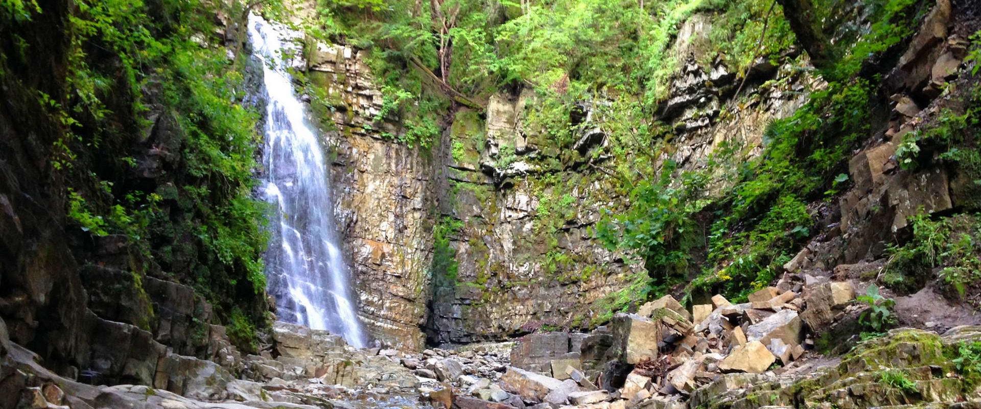 Оцените красоту карпатских водопадов!