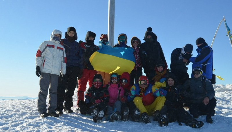 Зимние походы по Карпатам - группа на вершине Говерлы