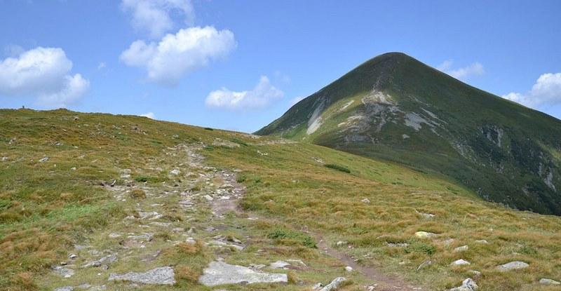 Петрос - четвертая по высоте гора Украины