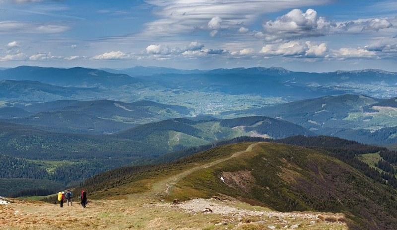 Вид с Говерлы на окружающие горы
