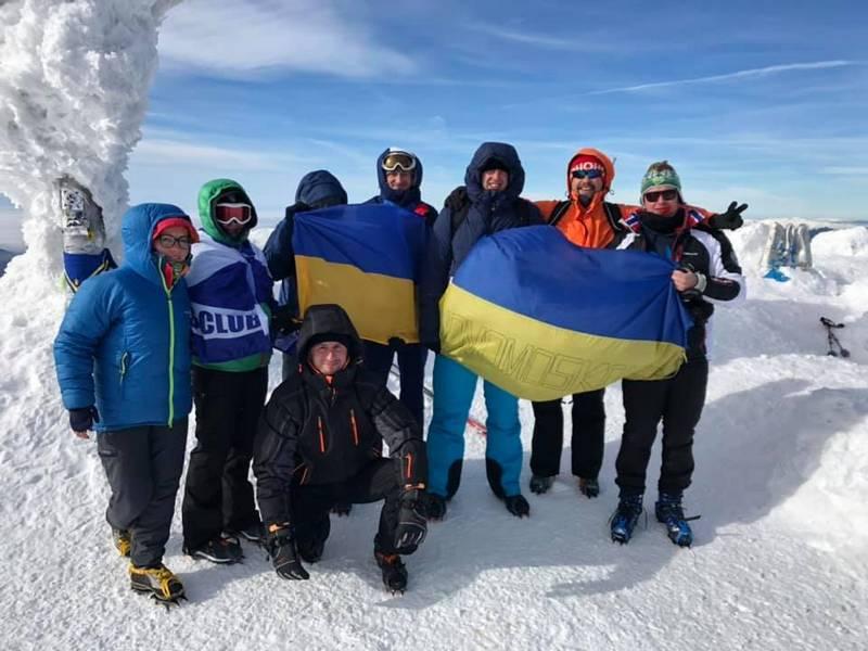 Украинский флаг на Говерле